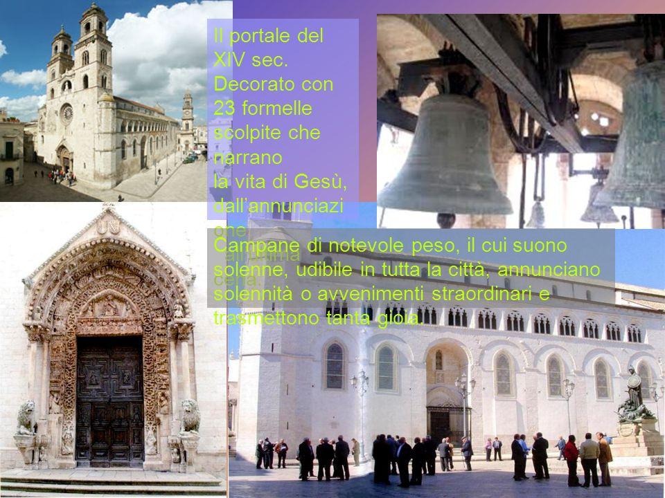 Il portale del XIV sec. Decorato con 23 formelle scolpite che narrano. la vita di Gesù, dall'annunciazione.