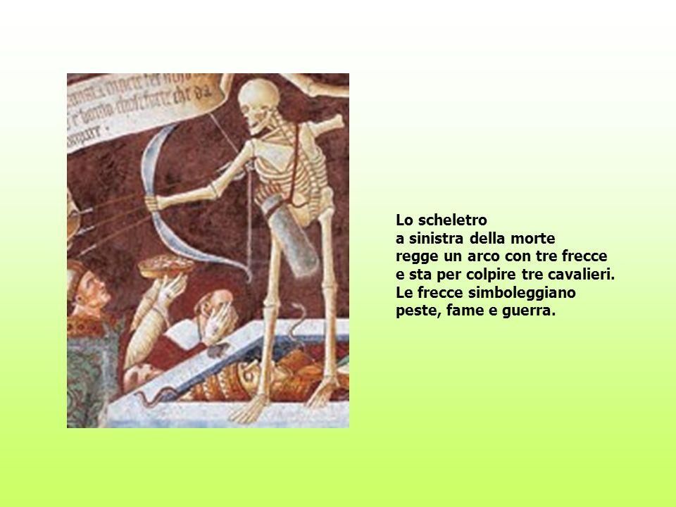 Lo scheletro a sinistra della morte regge un arco con tre frecce e sta per colpire tre cavalieri.