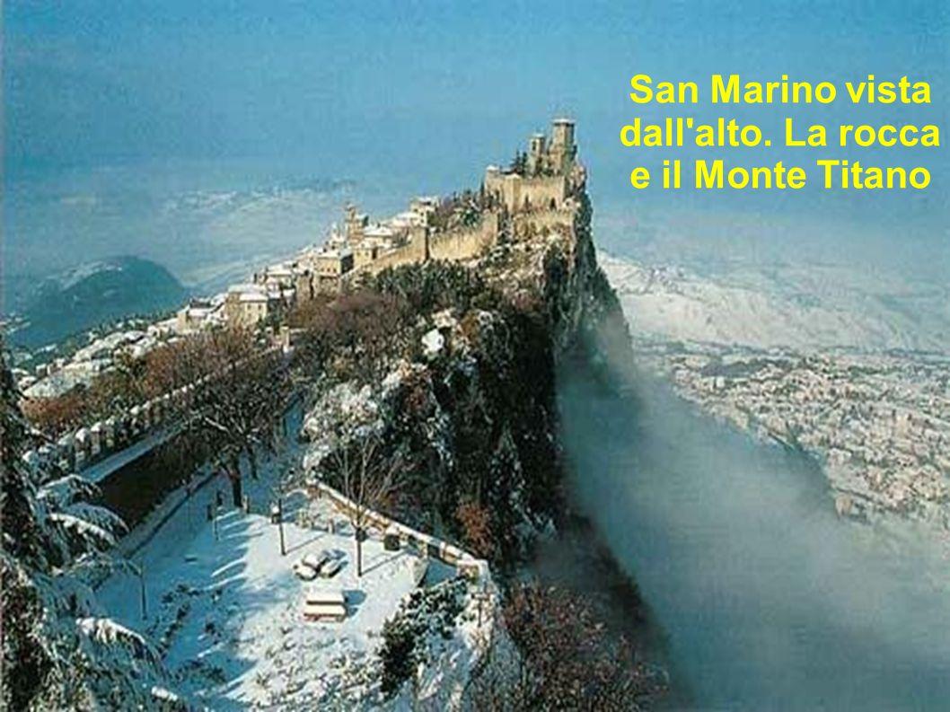 San Marino vista dall alto. La rocca e il Monte Titano
