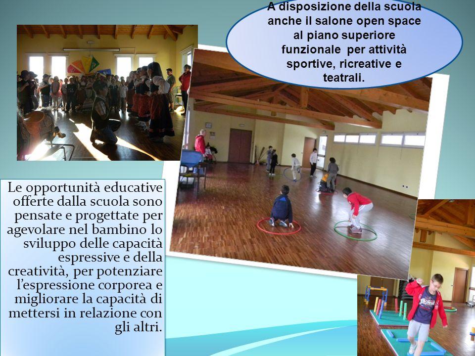 A disposizione della scuola anche il salone open space al piano superiore funzionale per attività sportive, ricreative e teatrali.