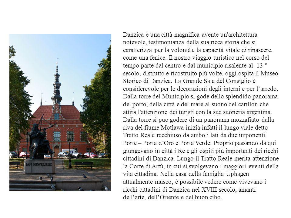 Danzica è una città magnifica avente un architettura notevole, testimonianza della sua ricca storia che si caratterizza per la volontà e la capacità vitale di rinascere, come una fenice.