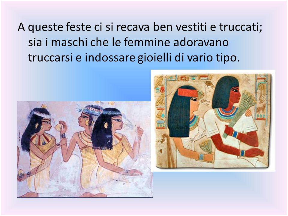 A queste feste ci si recava ben vestiti e truccati; sia i maschi che le femmine adoravano truccarsi e indossare gioielli di vario tipo.