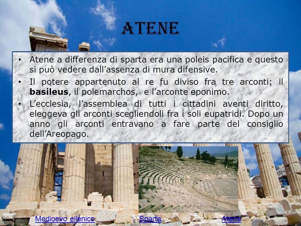 Atene Atene a differenza di sparta era una poleis pacifica e questo si può vedere dall'assenza di mura difensive.