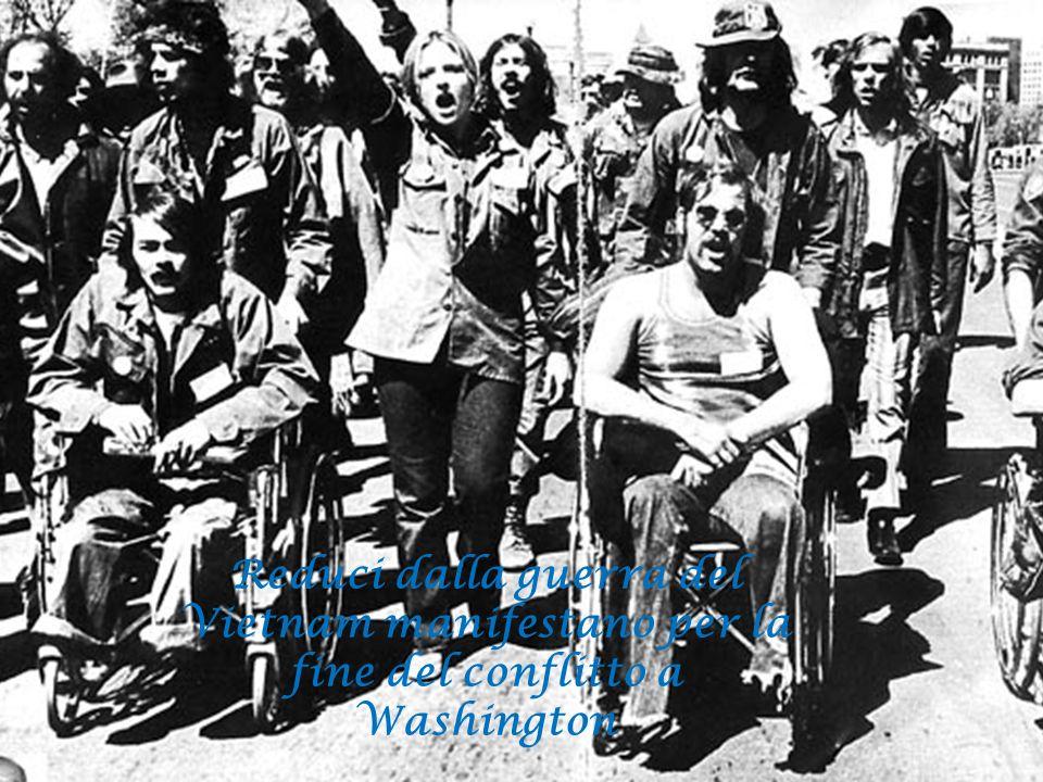 Reduci dalla guerra del Vietnam manifestano per la fine del conflitto a Washington