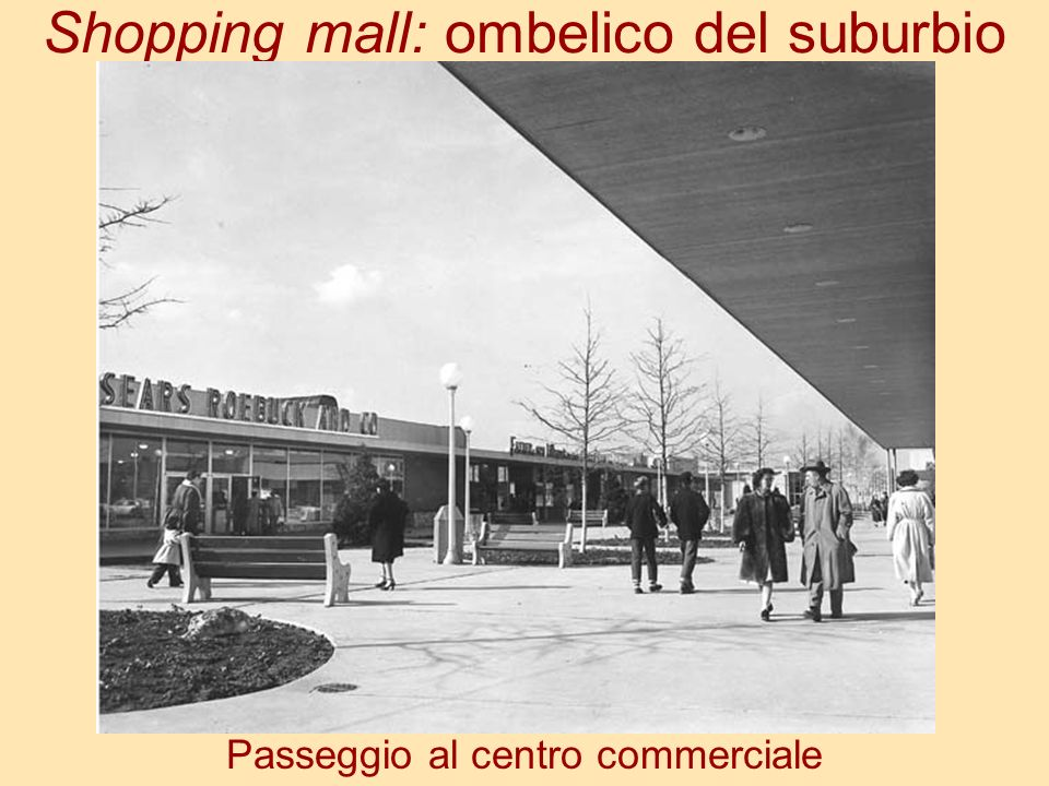 Shopping mall: ombelico del suburbio