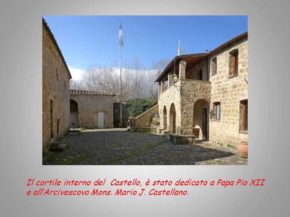 Il cortile interno del Castello, è stato dedicato a Papa Pio XII e all'Arcivescovo Mons.