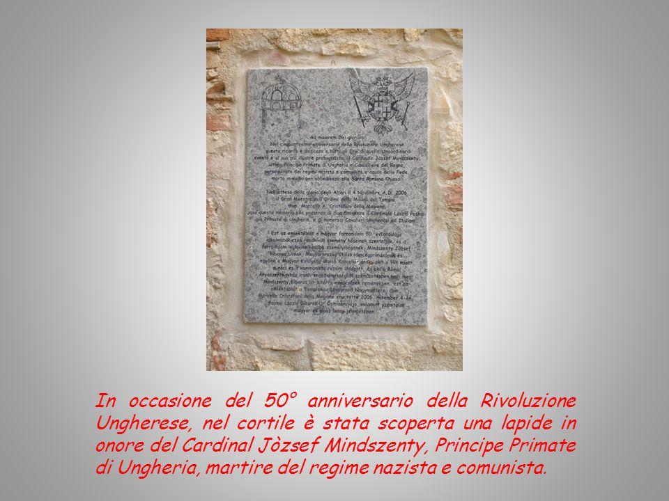 In occasione del 50° anniversario della Rivoluzione Ungherese, nel cortile è stata scoperta una lapide in onore del Cardinal Jòzsef Mindszenty, Principe Primate di Ungheria, martire del regime nazista e comunista.