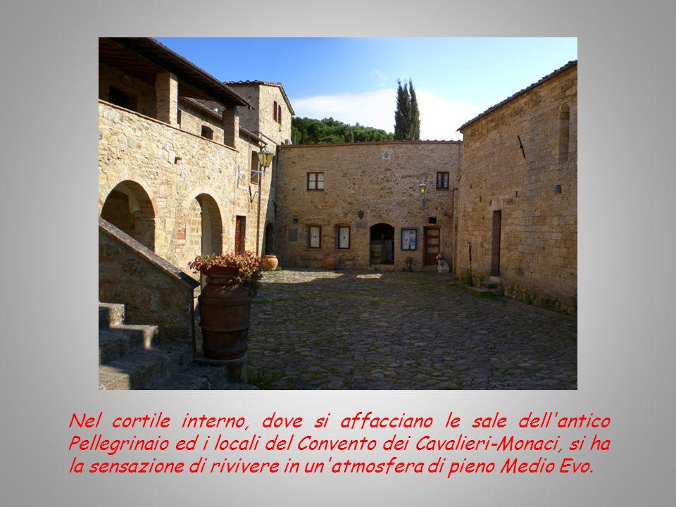 Nel cortile interno, dove si affacciano le sale dell antico Pellegrinaio ed i locali del Convento dei Cavalieri-Monaci, si ha la sensazione di rivivere in un atmosfera di pieno Medio Evo.