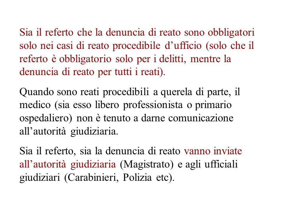 Sia il referto che la denuncia di reato sono obbligatori solo nei casi di reato procedibile d'ufficio (solo che il referto è obbligatorio solo per i delitti, mentre la denuncia di reato per tutti i reati).