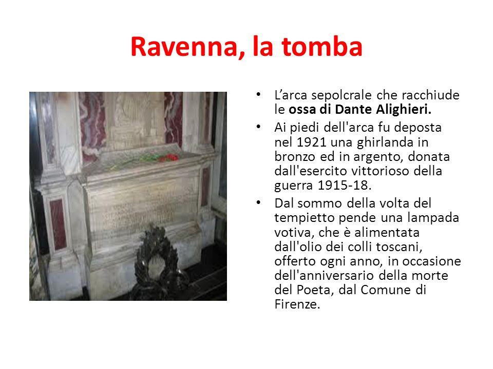 Ravenna, la tomba L'arca sepolcrale che racchiude le ossa di Dante Alighieri.