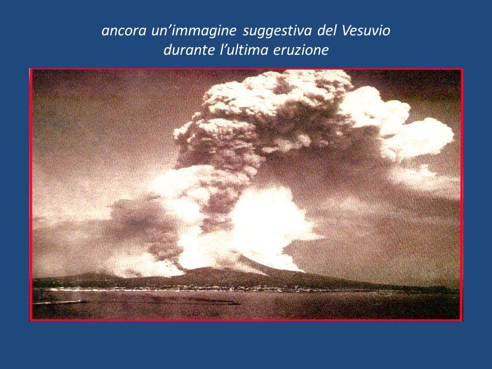 ancora un'immagine suggestiva del Vesuvio durante l'ultima eruzione