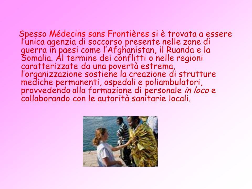 Spesso Médecins sans Frontières si è trovata a essere l'unica agenzia di soccorso presente nelle zone di guerra in paesi come l'Afghanistan, il Ruanda e la Somalia.