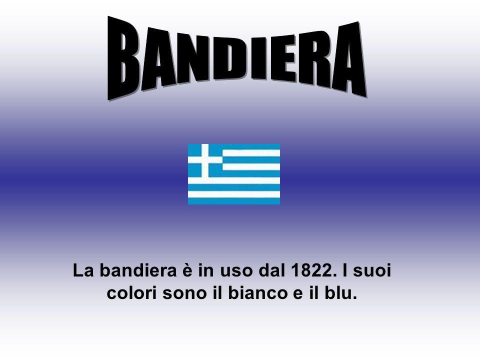 La bandiera è in uso dal 1822. I suoi colori sono il bianco e il blu.