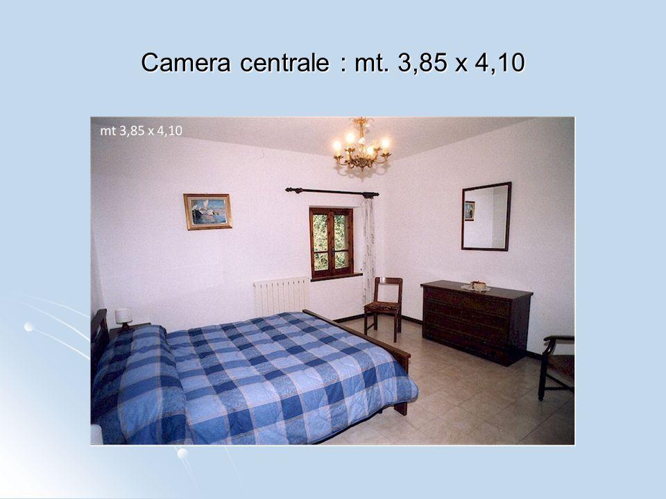 Camera centrale : mt. 3,85 x 4,10