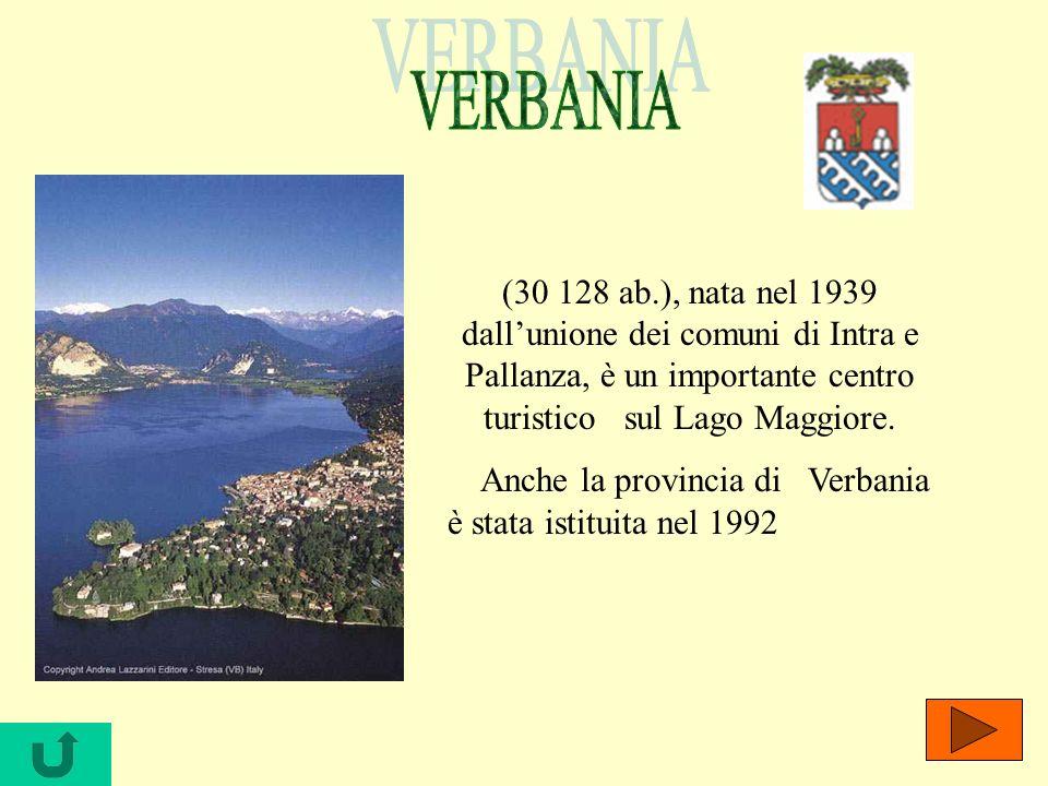 VERBANIA (30 128 ab.), nata nel 1939 dall'unione dei comuni di Intra e Pallanza, è un importante centro turistico sul Lago Maggiore.