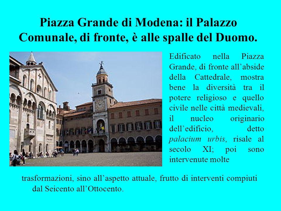 Piazza Grande di Modena: il Palazzo Comunale, di fronte, è alle spalle del Duomo.