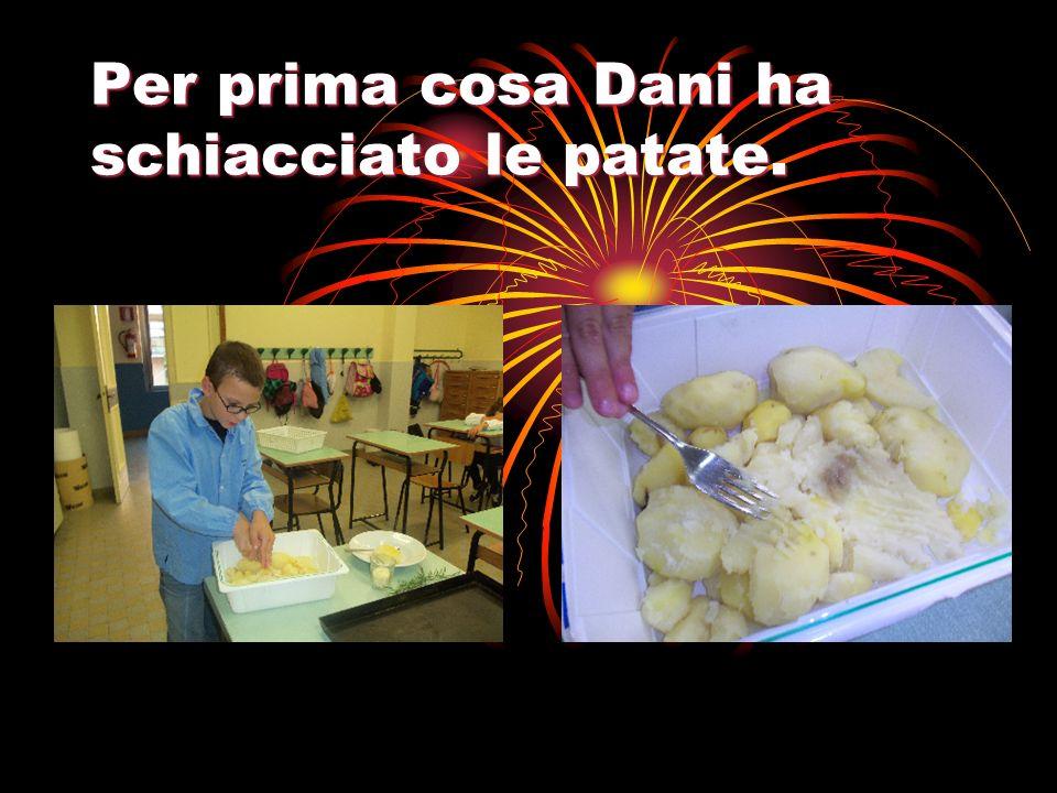 Per prima cosa Dani ha schiacciato le patate.
