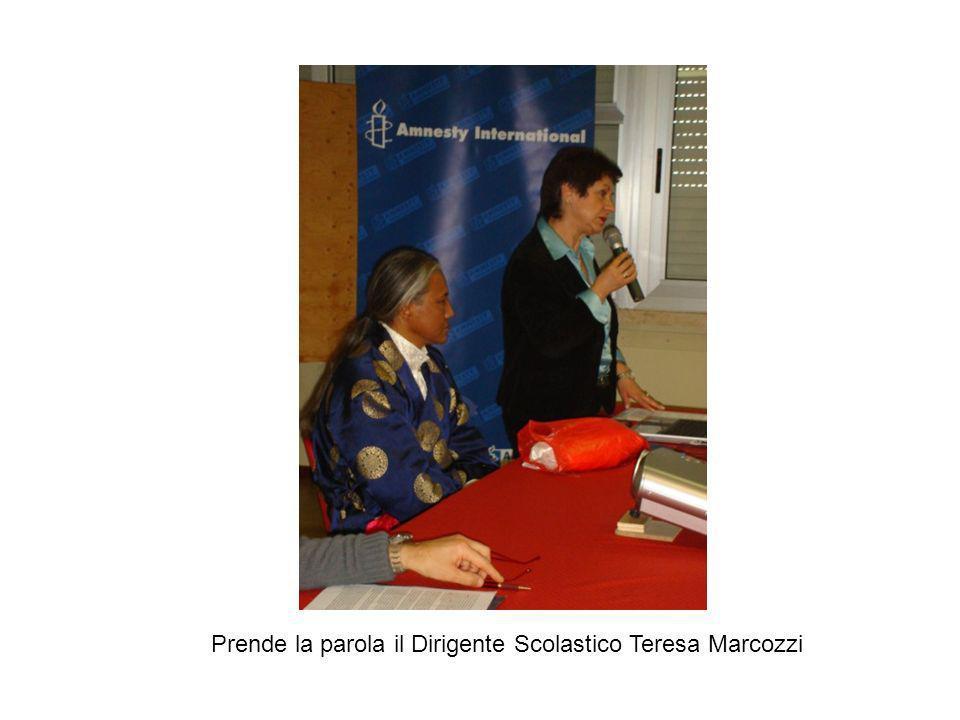 Prende la parola il Dirigente Scolastico Teresa Marcozzi