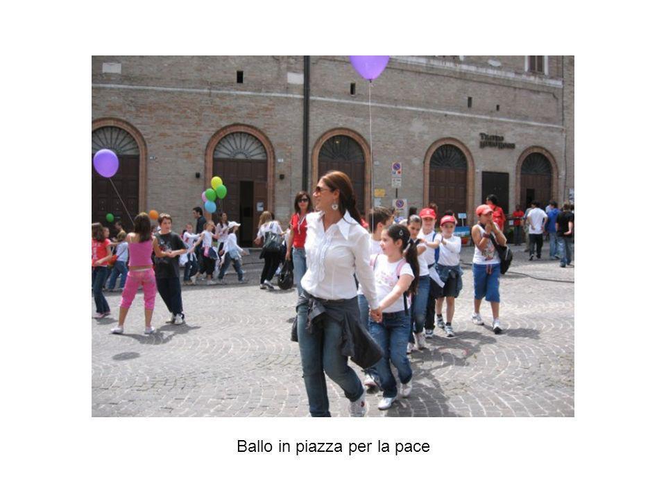 Ballo in piazza per la pace