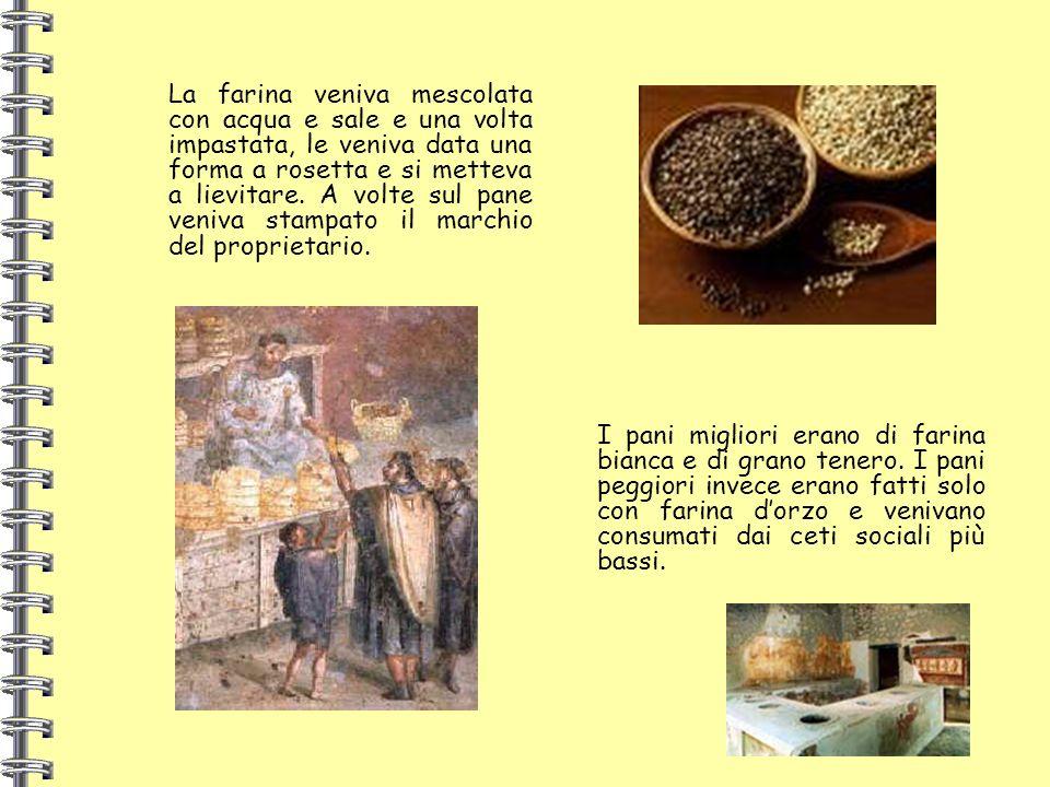 La farina veniva mescolata con acqua e sale e una volta impastata, le veniva data una forma a rosetta e si metteva a lievitare. A volte sul pane veniva stampato il marchio del proprietario.