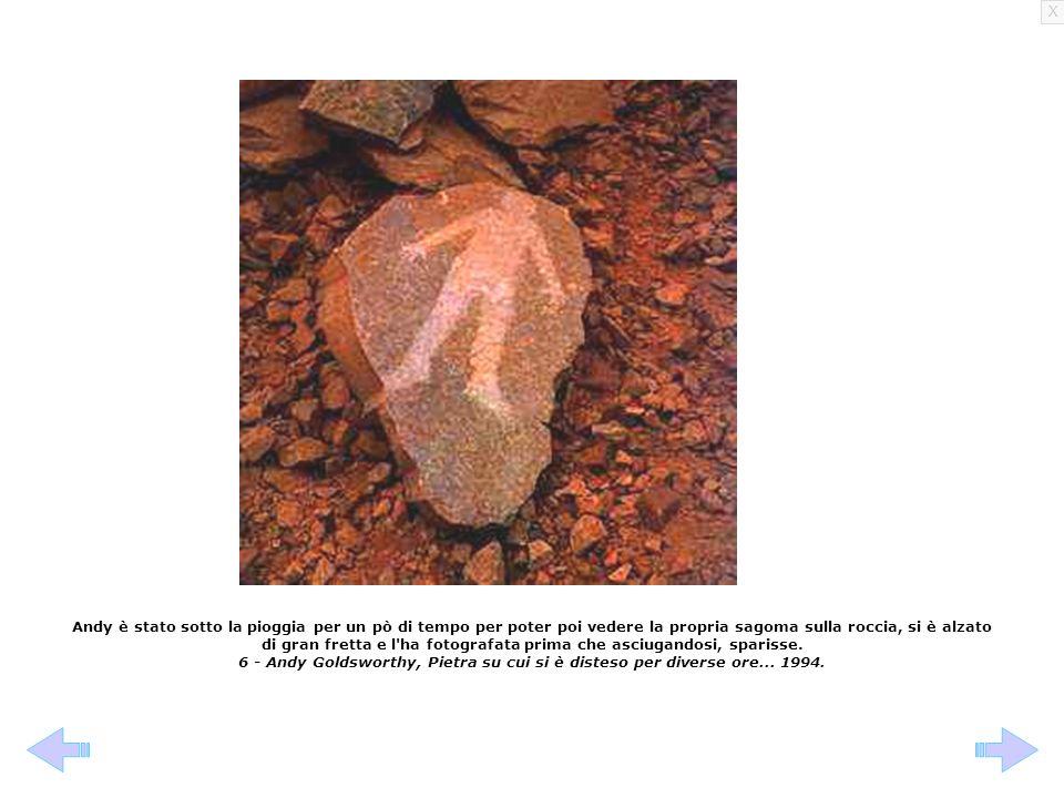 Andy è stato sotto la pioggia per un pò di tempo per poter poi vedere la propria sagoma sulla roccia, si è alzato di gran fretta e l ha fotografata prima che asciugandosi, sparisse.