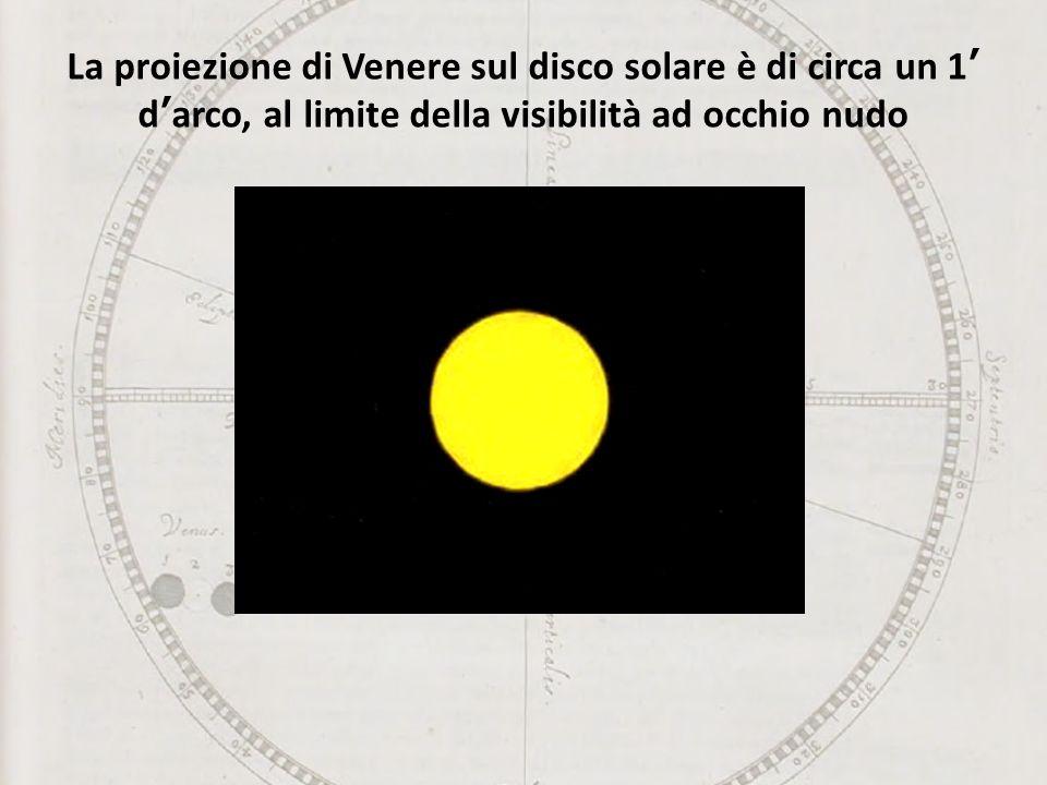 La proiezione di Venere sul disco solare è di circa un 1' d'arco, al limite della visibilità ad occhio nudo
