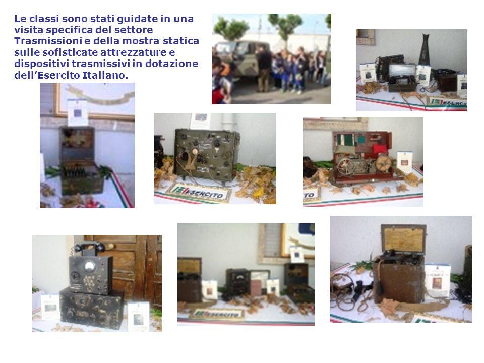 Le classi sono stati guidate in una visita specifica del settore Trasmissioni e della mostra statica sulle sofisticate attrezzature e dispositivi trasmissivi in dotazione dell'Esercito Italiano.