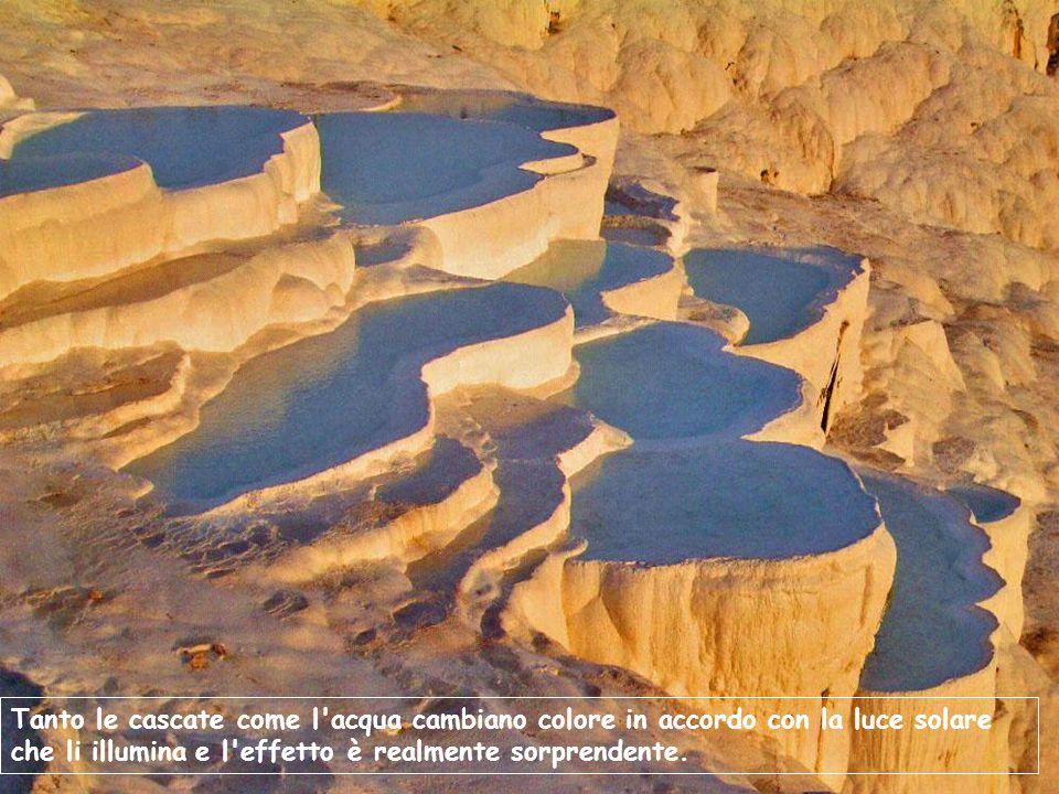 Tanto le cascate come l acqua cambiano colore in accordo con la luce solare che li illumina e l effetto è realmente sorprendente.