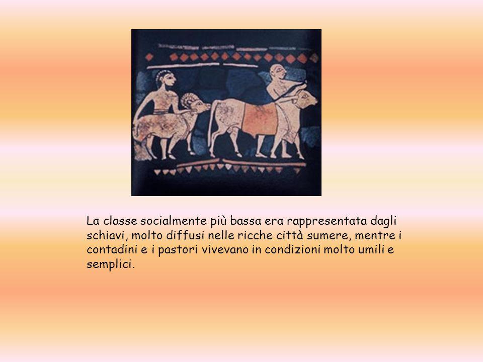 La classe socialmente più bassa era rappresentata dagli schiavi, molto diffusi nelle ricche città sumere, mentre i contadini e i pastori vivevano in condizioni molto umili e semplici.