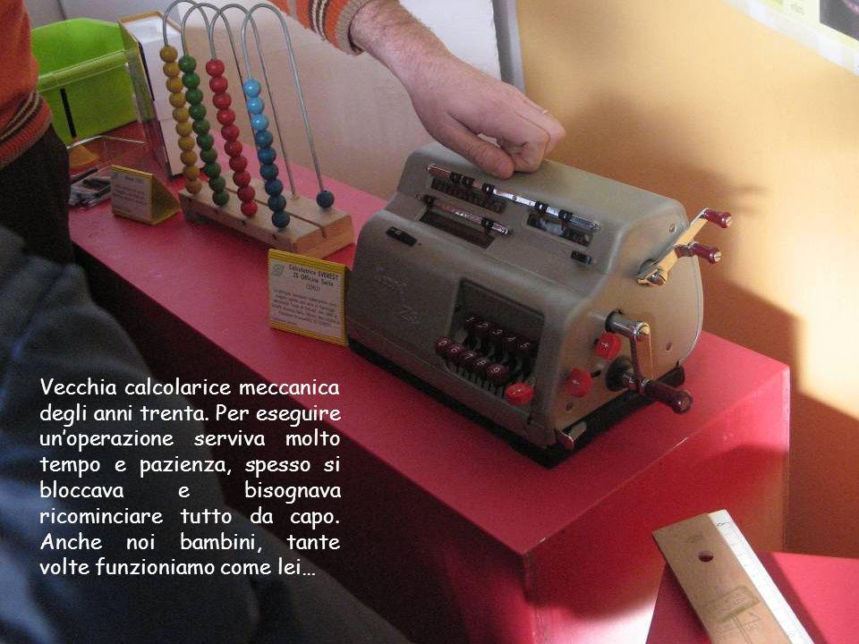 Vecchia calcolarice meccanica degli anni trenta