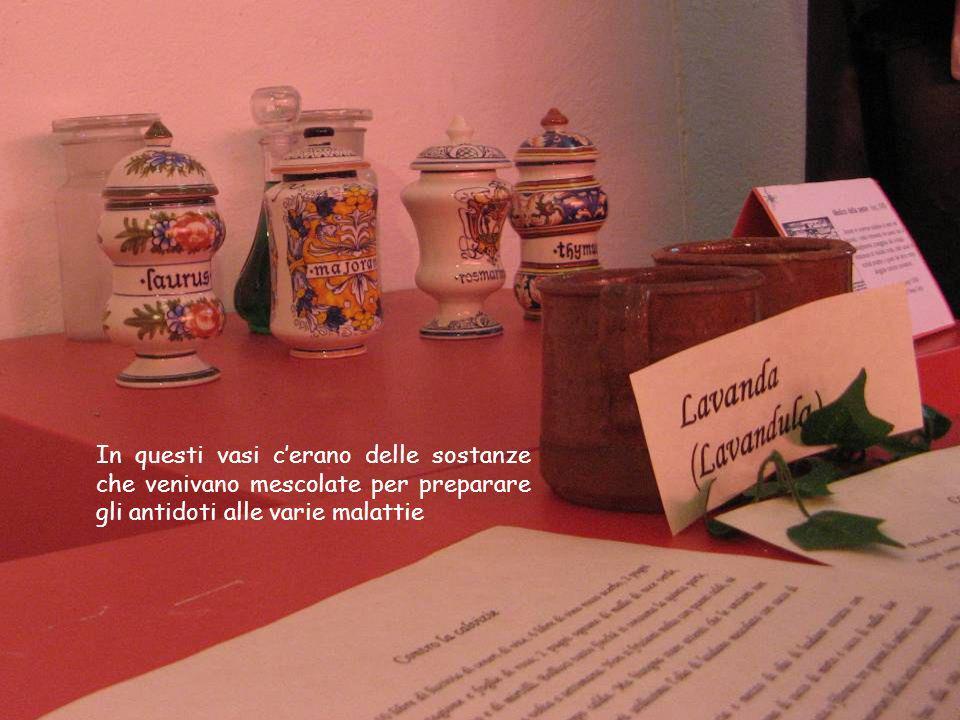 In questi vasi c'erano delle sostanze che venivano mescolate per preparare gli antidoti alle varie malattie