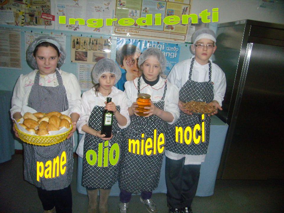 Ingredienti noci miele olio pane