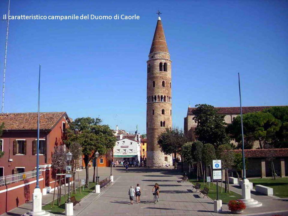 Il caratteristico campanile del Duomo di Caorle