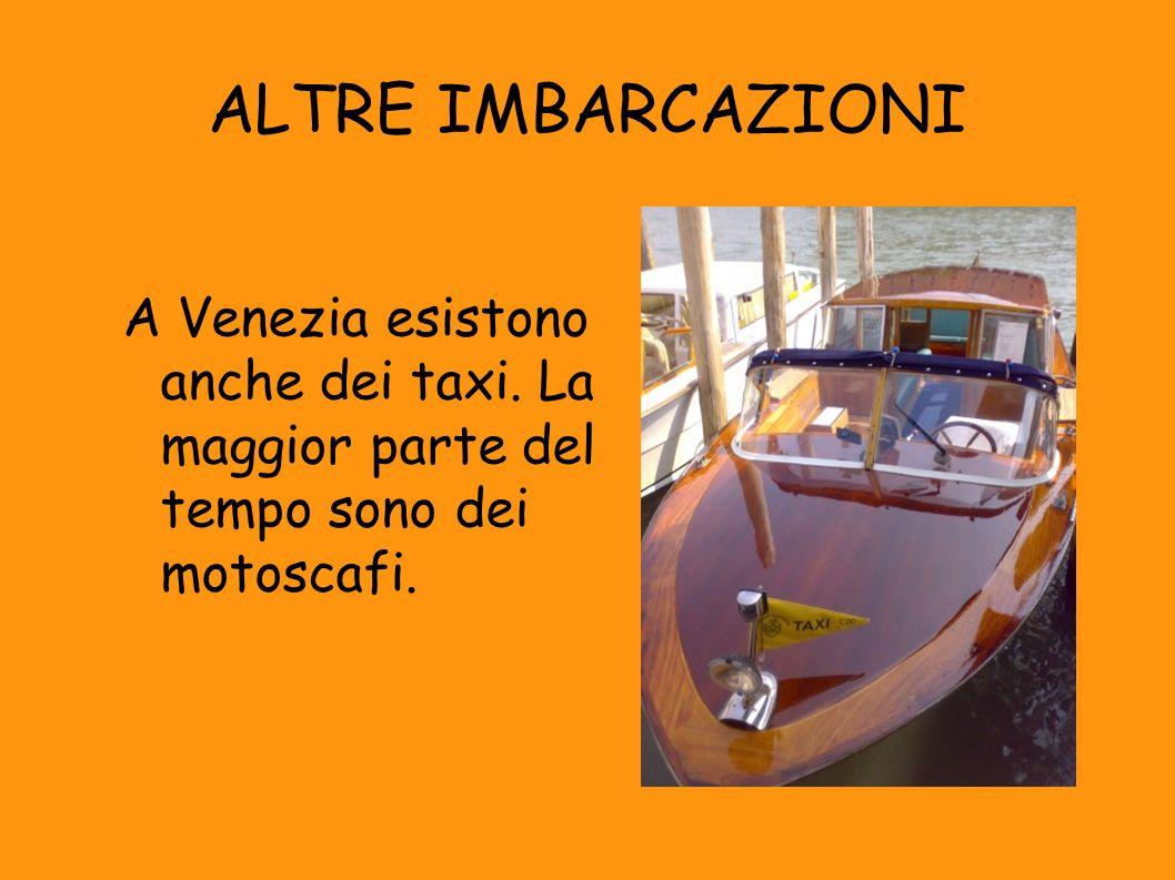 ALTRE IMBARCAZIONI A Venezia esistono anche dei taxi.