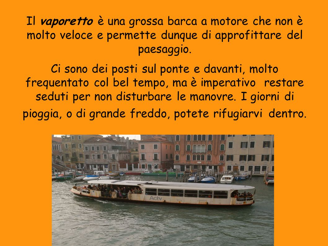 Il vaporetto è una grossa barca a motore che non è molto veloce e permette dunque di approfittare del paesaggio.