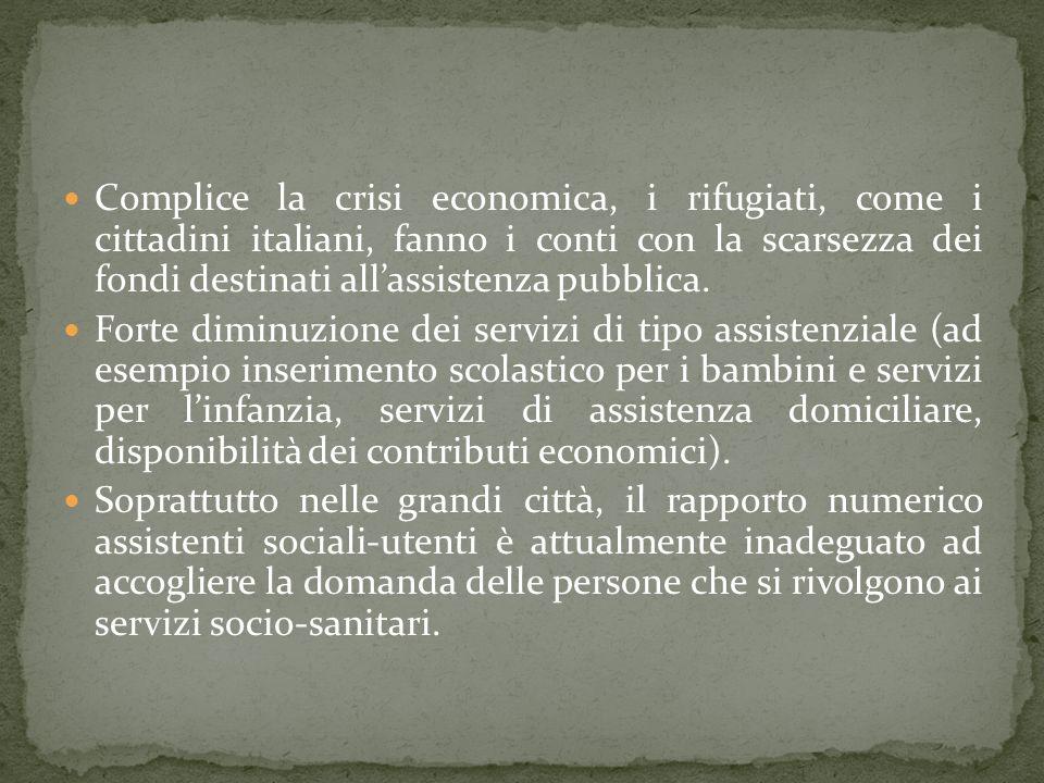 Complice la crisi economica, i rifugiati, come i cittadini italiani, fanno i conti con la scarsezza dei fondi destinati all'assistenza pubblica.