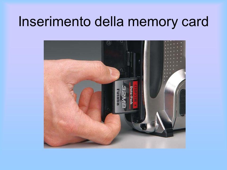 Inserimento della memory card