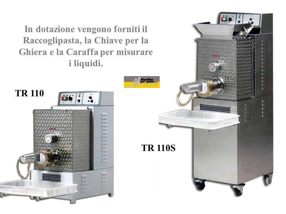 In dotazione vengono forniti il Raccoglipasta, la Chiave per la Ghiera e la Caraffa per misurare i liquidi.