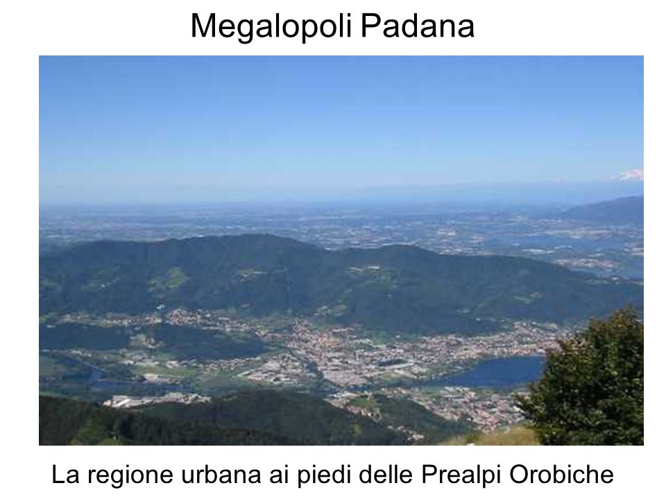 La regione urbana ai piedi delle Prealpi Orobiche