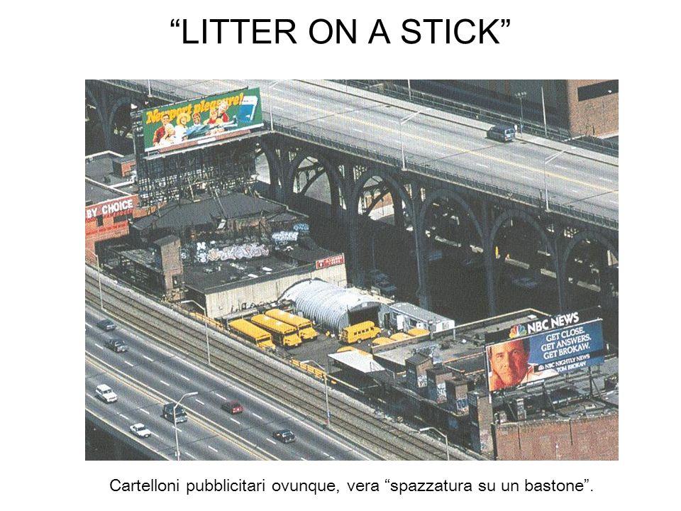 Cartelloni pubblicitari ovunque, vera spazzatura su un bastone .