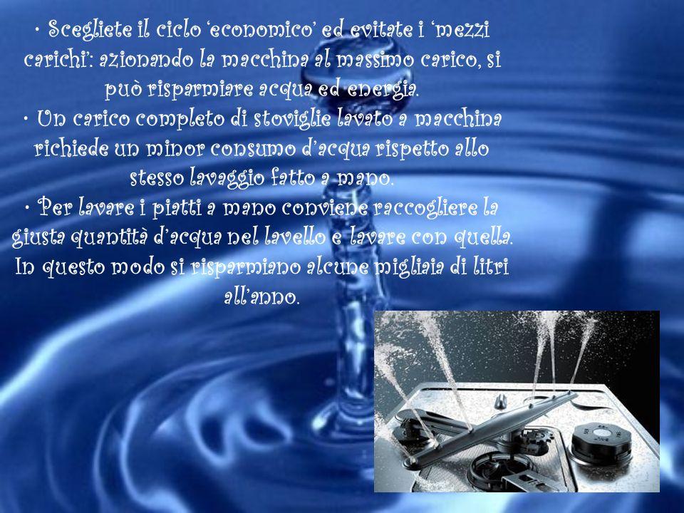 • Scegliete il ciclo 'economico' ed evitate i 'mezzi carichi': azionando la macchina al massimo carico, si può risparmiare acqua ed energia.