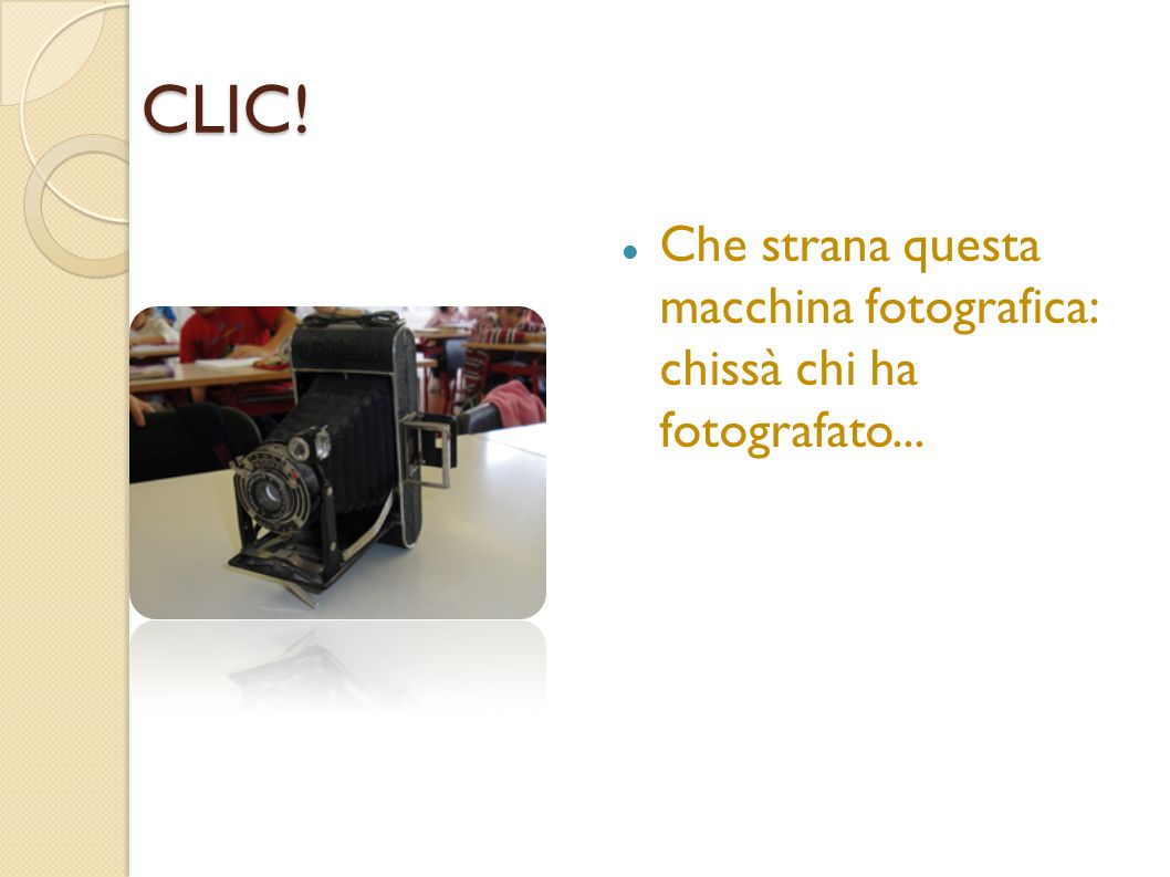 CLIC! Che strana questa macchina fotografica: chissà chi ha fotografato...