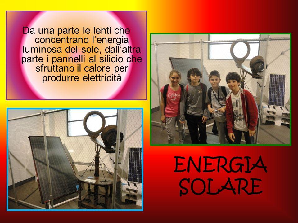 Da una parte le lenti che concentrano l'energia luminosa del sole, dall'altra parte i pannelli al silicio che sfruttano il calore per produrre elettricità