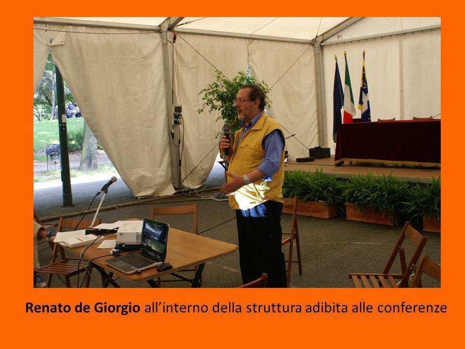 Renato de Giorgio all'interno della struttura adibita alle conferenze