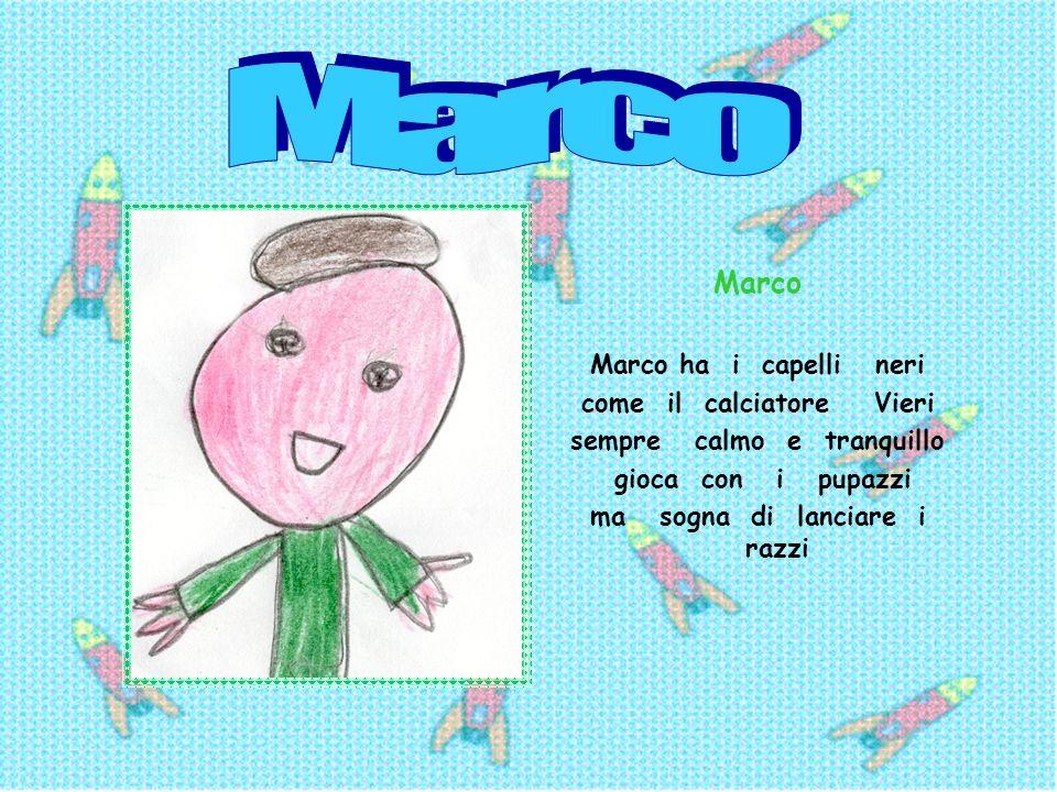 Marco Marco Marco ha i capelli neri come il calciatore Vieri