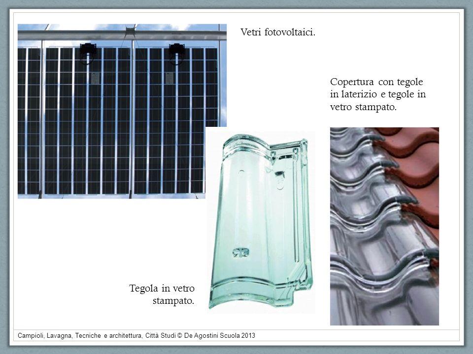Vetri fotovoltaici. Copertura con tegole. in laterizio e tegole in vetro stampato. Tegola in vetro.