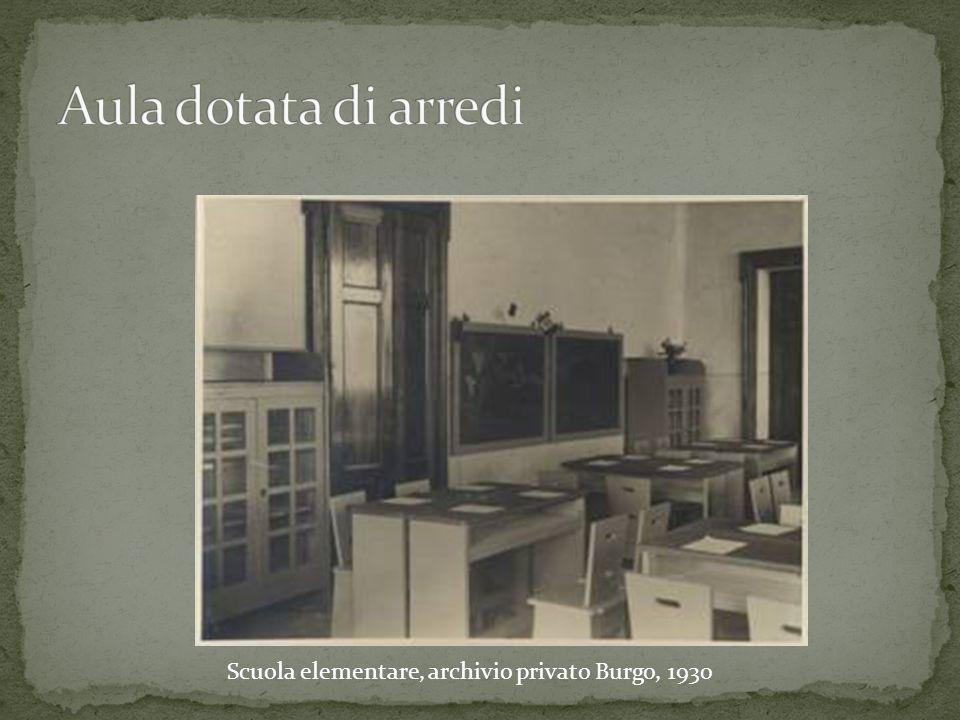 Aula dotata di arredi Scuola elementare, archivio privato Burgo, 1930