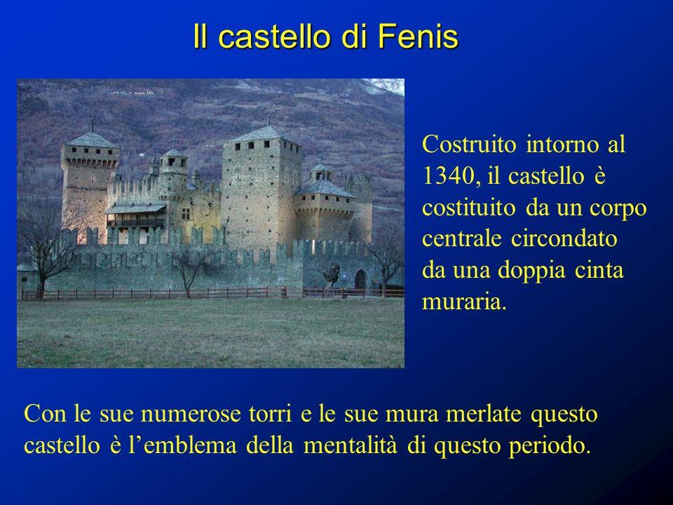 Il castello di Fenis Costruito intorno al 1340, il castello è costituito da un corpo centrale circondato da una doppia cinta muraria.