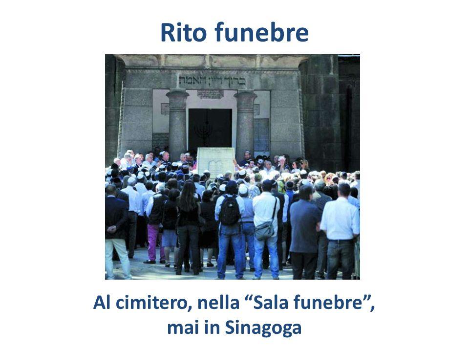 Al cimitero, nella Sala funebre , mai in Sinagoga