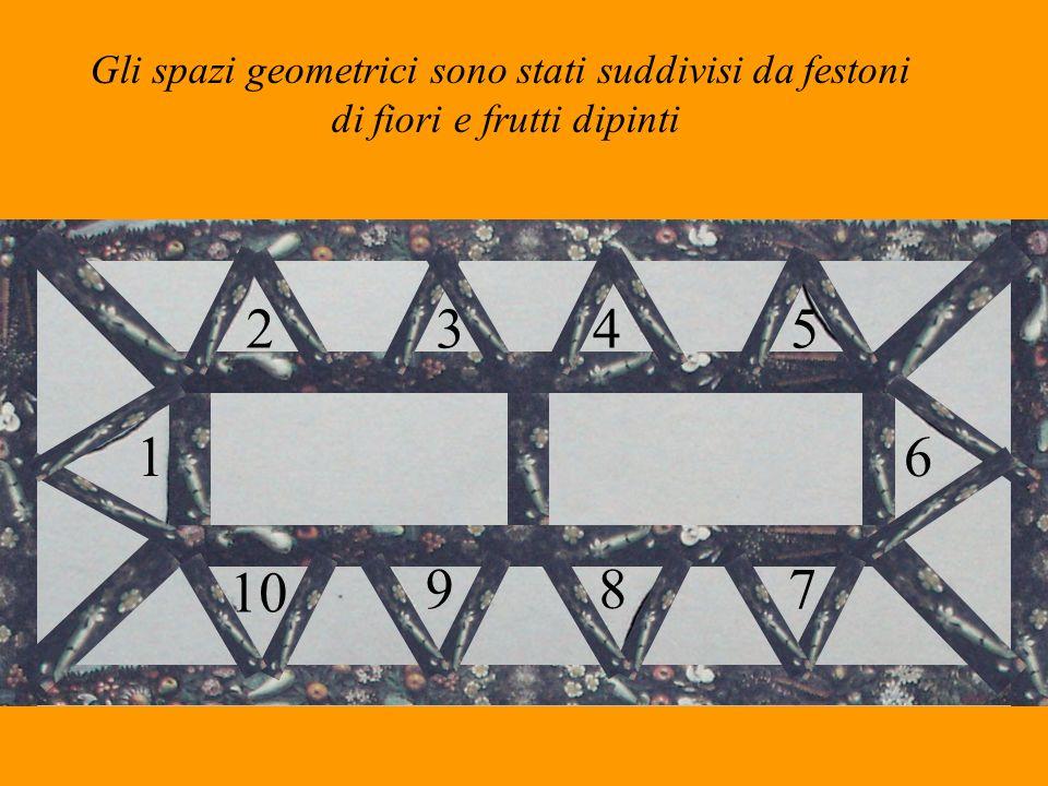 Gli spazi geometrici sono stati suddivisi da festoni